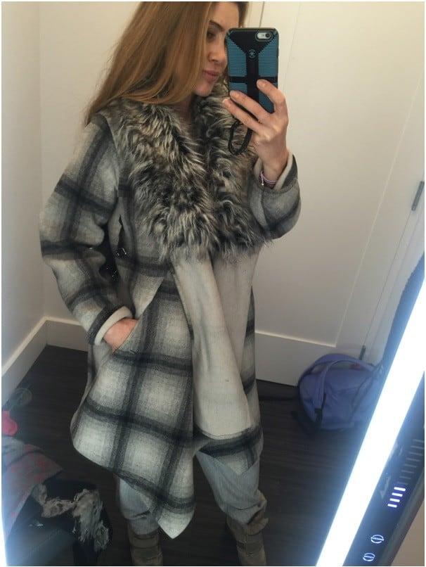 На Юлии: пальто Nicholas K., купленное за 50 долл., кроссовки BCBG MaxAzria – за 21 долл. Вещи куплены со скидкой 90%.